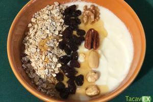 🍴 Yogurt con Muesli Casero. Desayuno completo y saludable.