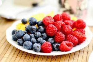 Snack Saludable con Yogurt y Fruta
