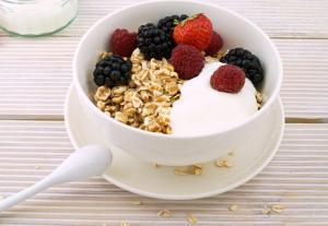 3 Desayunos Saludables con Avena. Baja de Peso desayunando copos de avena.