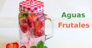 Agua con frutas saludables