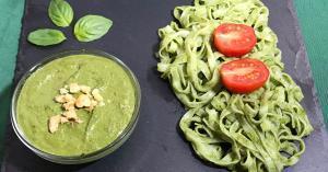 Espaguetis al pesto de albahaca, espinacas y nueces. Idea rápida para un menú saludable.