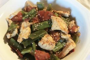 Pollo con Judías Verdes. Comida Saludable y Fácil de Preparar.