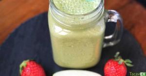 Batido verde de espinacas, fresas y manzana (detox y adelgaza barriga)